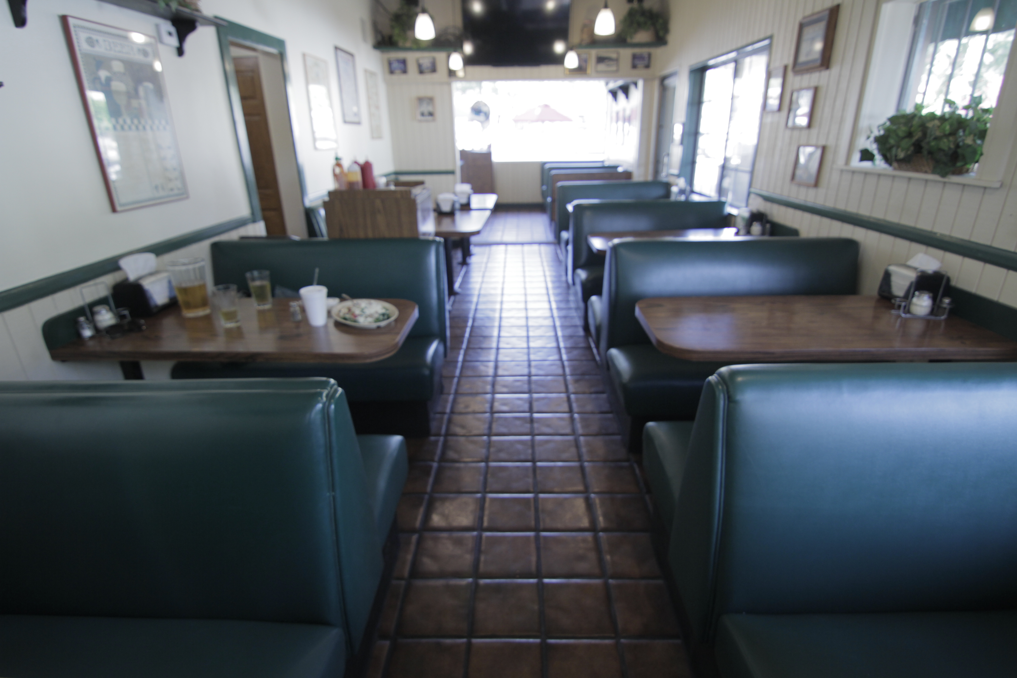 Pizzeria and Deli: An Italian Pizzeria and Deli that is very reminiscent of the 80's and 90's era. It offers a dinning room for 45 and outdoor patio siting.  Business Hours 10am-9:00pm Allows close down for extra pay. 1 floor.