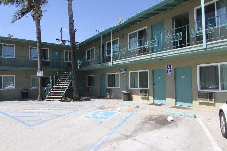 Motel: 2 Story, 76 Rooms Motel. Room types vary. Not available for shooting on Friday and Saturday.