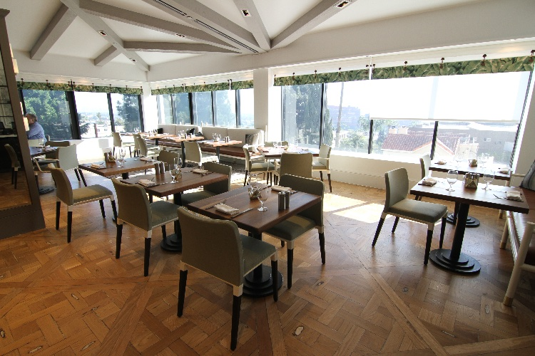 Modern Elegant Restaurant: Sophisticated, Elegant, Modern Luxury Restaurant. Rates stated apply before 6 PM. To film after 6 PM - the flat rate is $1750 for any production type.